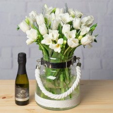 Hampers and Gifts to the UK - Send the Winter Tulips and Prosecco