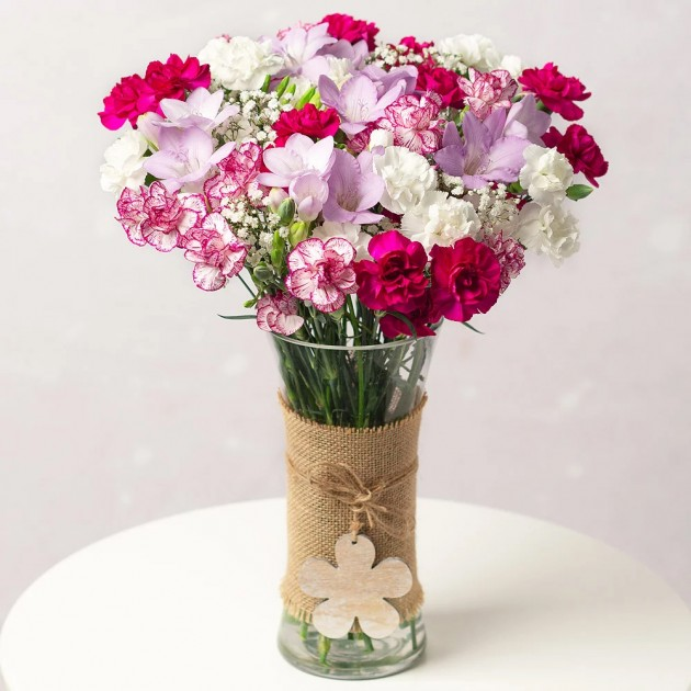 Hampers and Gifts to the UK - Send the Berry Charm Flowers