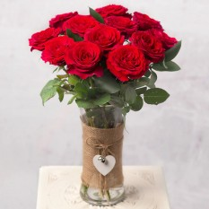 Hampers and Gifts to the UK - Send the A Dozen Red Roses