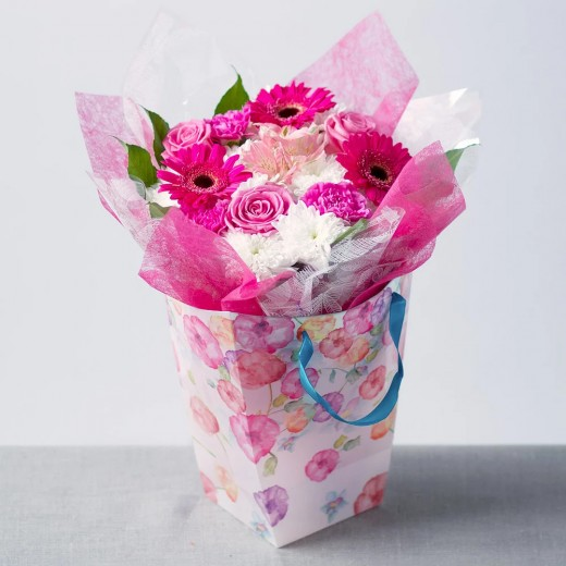 Hampers and Gifts to the UK - Send the Simply Pink Flowers for Her