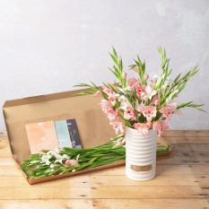 Hampers and Gifts to the UK - Send the Jessica Letterbox Flowers