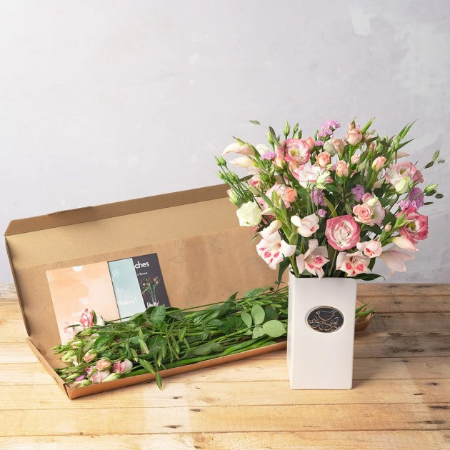 Hampers and Gifts to the UK - Send the Molly Mae Letterbox Flowers