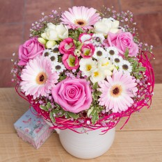 Hampers and Gifts to the UK - Send the Pink Sorbet Flowers