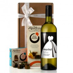 Hampers and Gifts to the UK - Send the Personalised Marital Bliss Wine Gift