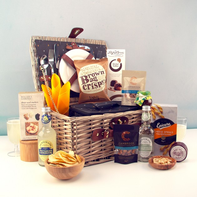 Hampers and Gifts to the UK - Send the Picnic for Two with Soft Drinks and Savouries