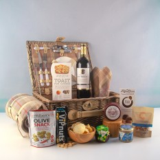 Hampers and Gifts to the UK - Send the Picnic For Two with Wine and Cheese