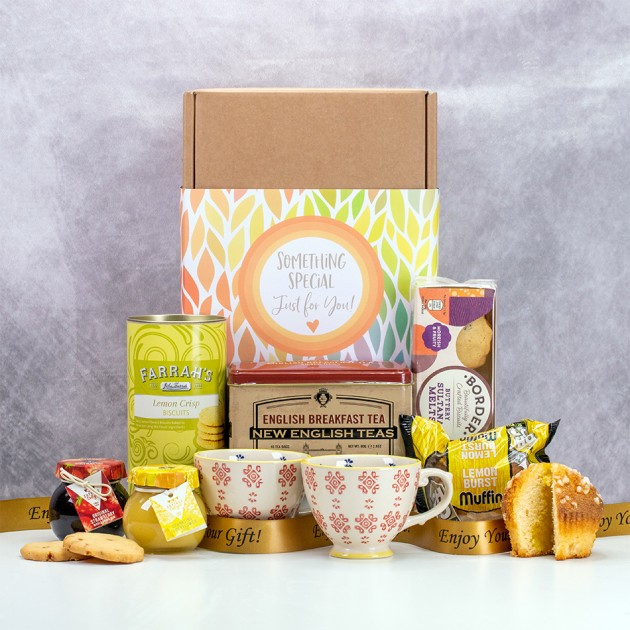 Hampers and Gifts to the UK - Send the Fruity Breakfast Tea Gift Set