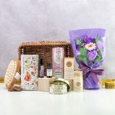 Bloomin Delicious Aromatherapy Gift Basket