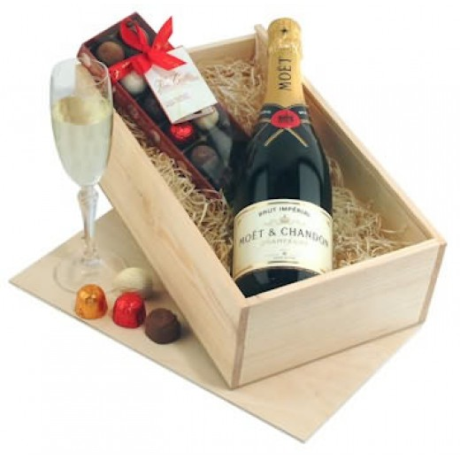 Hampers and Gifts to the UK - Send the Champagne and Chocolates Gift Box
