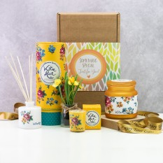 Hampers and Gifts to the UK - Send the  Vintage Floral Aromas Gift Box