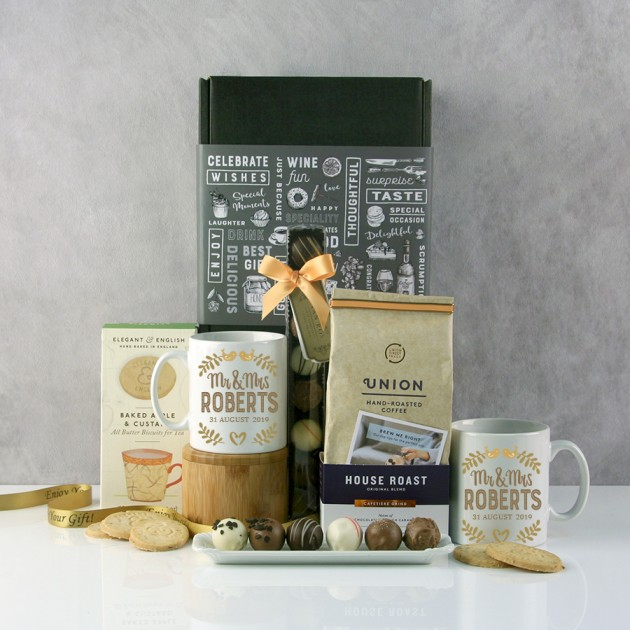 Hampers and Gifts to the UK - Send the Mr and Mrs Lovebirds Hamper