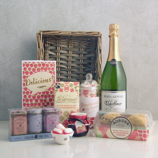 Hampers and Gifts to the UK - Send the Delicious Strawberries and Cream Gift Basket