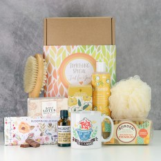 Hampers and Gifts to the UK - Send the Bloomin Delicious Tea and Pamper Gift Set