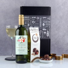 Hampers and Gifts to the UK - Send the Personalised Anniversary Wine Gift Vintage Style